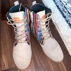NWOT tom's boots Sz 6 w